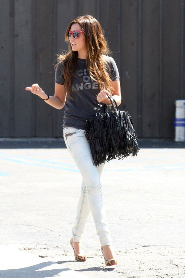 Ashley Tisdale not in the best of her forms (15 pics)