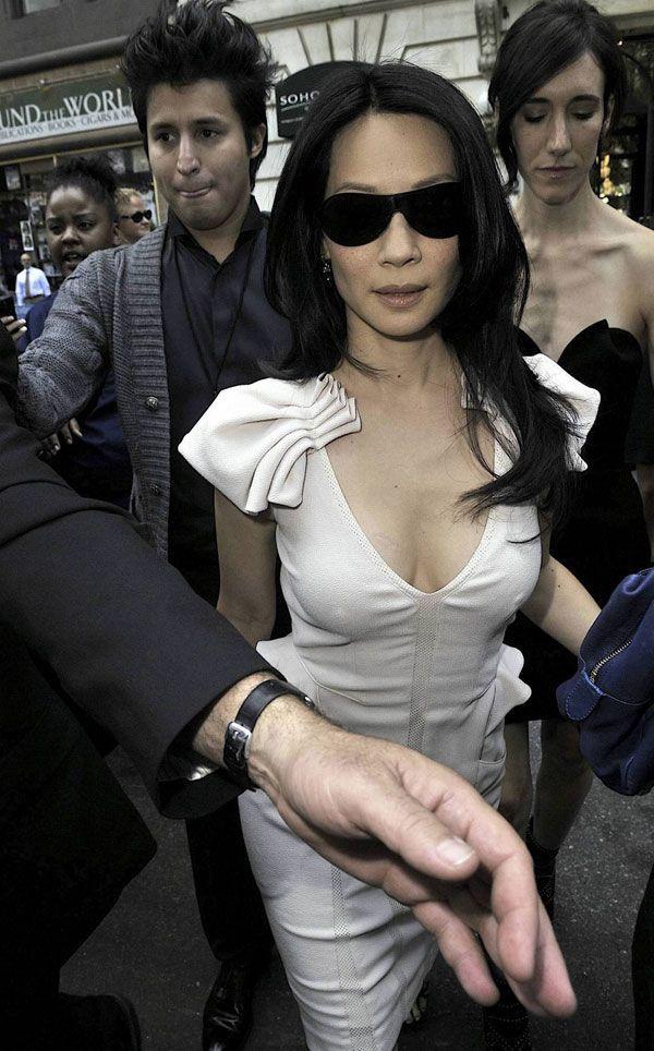 Lucy Liu (4 pics)