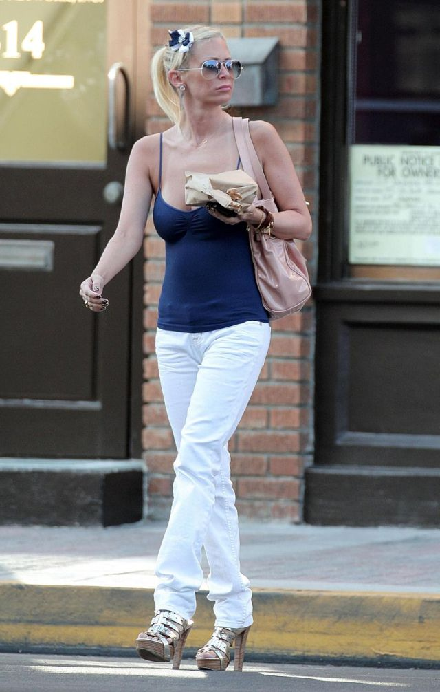 The ex porn star Jenna Jameson (7 pics)
