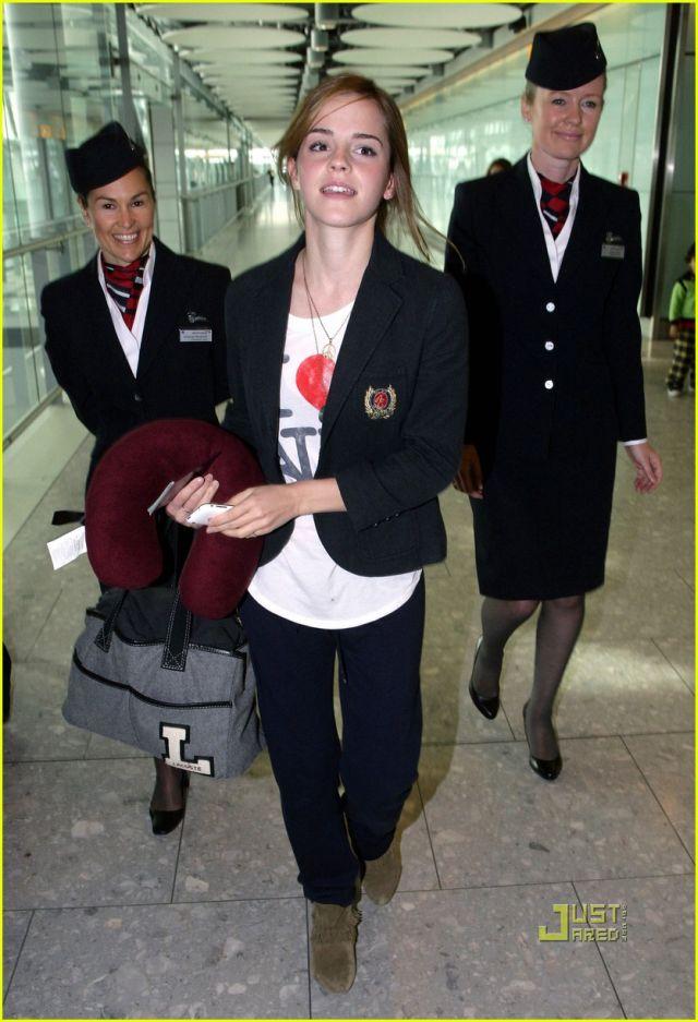Emma Watson arrives in London (5 pics)