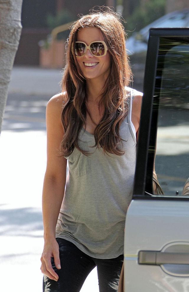 Charming Kate Beckinsale (5 pics)