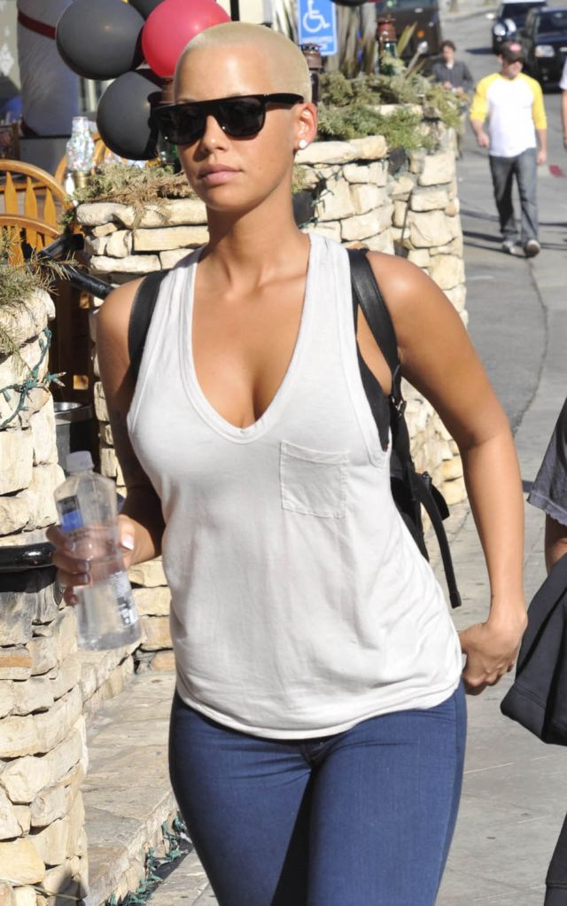 Even with a Shaved Head Amber Rose Is Still Pretty (5 pics)