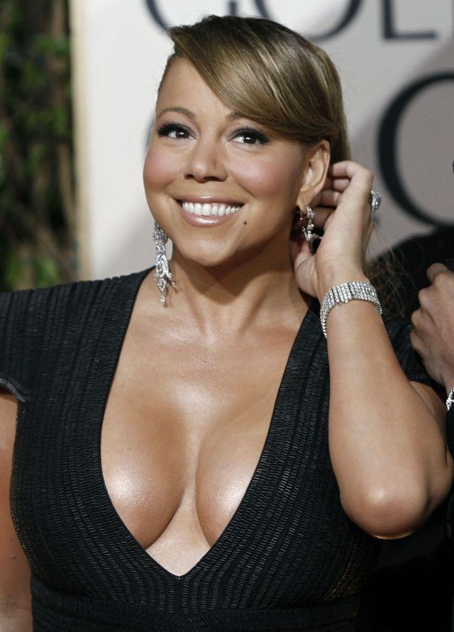 Cleavage War: Mariah Carey vs Halle Berry (12 pics)