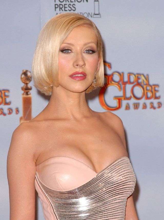 Nice and Sexy Cleavage of Aguilera (8 pics)