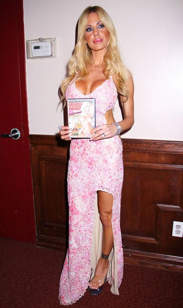 Shauna Sand with Her DVD (9 pics)