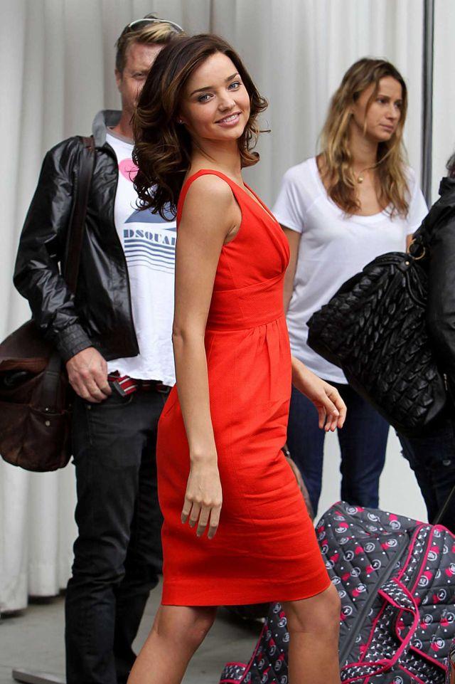 Miranda Kerr, Lady in Red (5 pics)