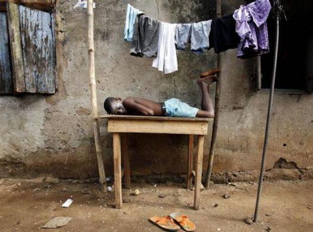 People Sleeping Everywhere (40 pics)