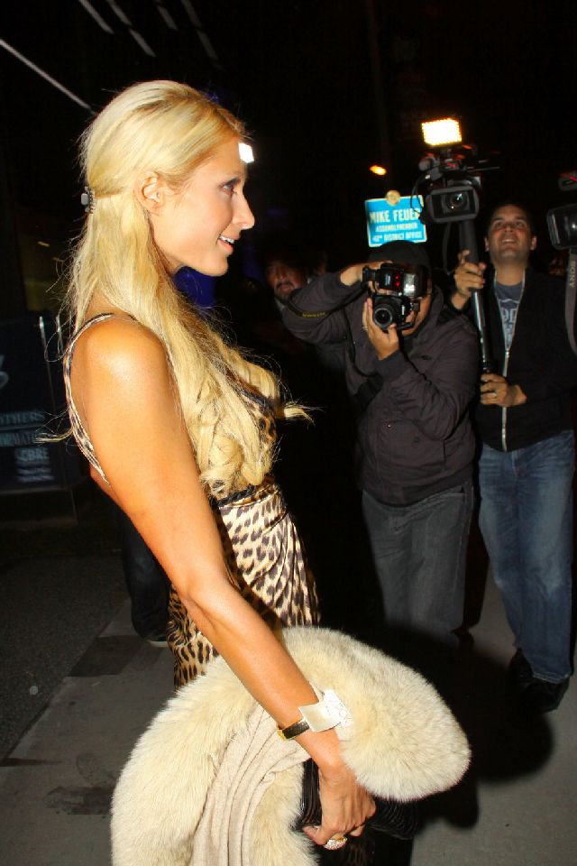 Paris Hilton Is Definitely Hot in These Pictures (6 pics)