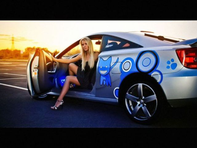 Russian Ladies and Cars (46 pics)