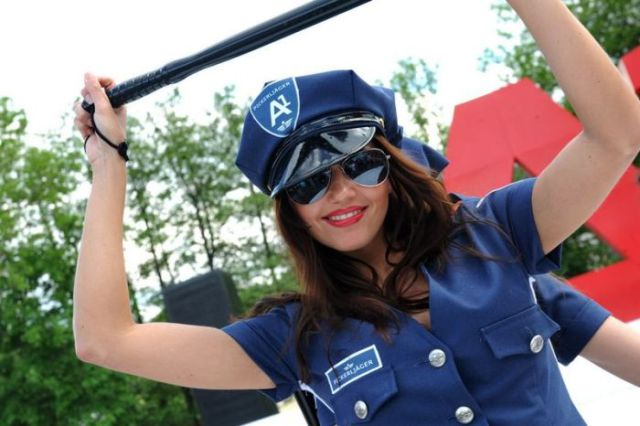 Babes at the 2010 Wörthersee GTI Festival (29 pics)