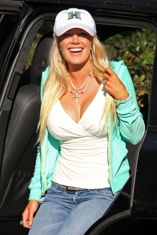 Heidi Montag Makes You Envy Her Ice Cream (9 pics)
