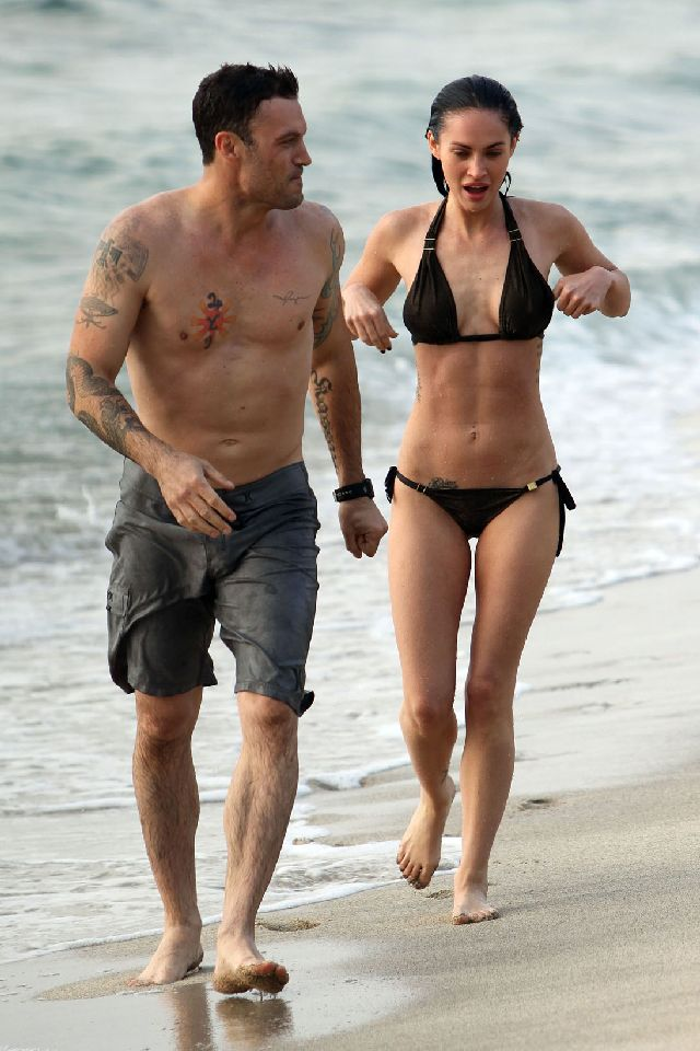 Megan Fox and Her Six-Pack Abs (9 pics)