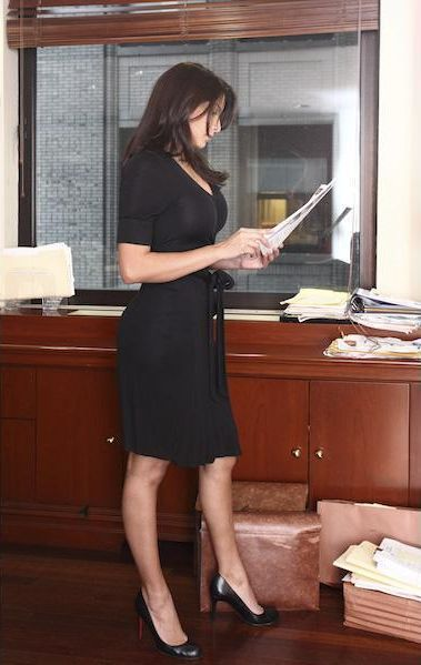 Too Sexy to Work in a Bank (24 pics)
