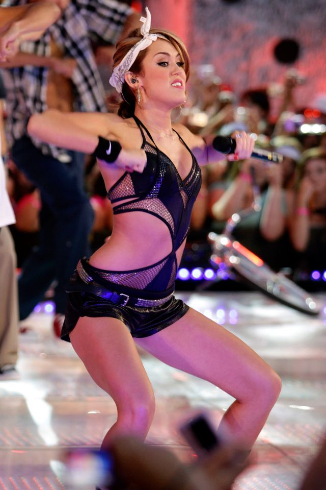 Miley Cyrus Is a Real Jailbait (14 pics)