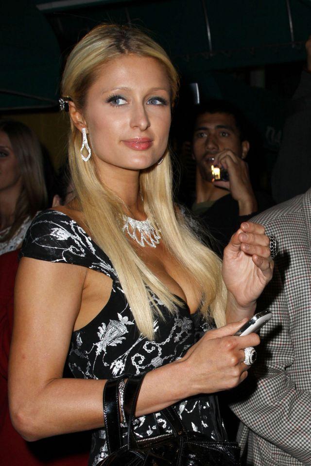 At Least Paris Hilton Has Nice Cleavage (8 pics)