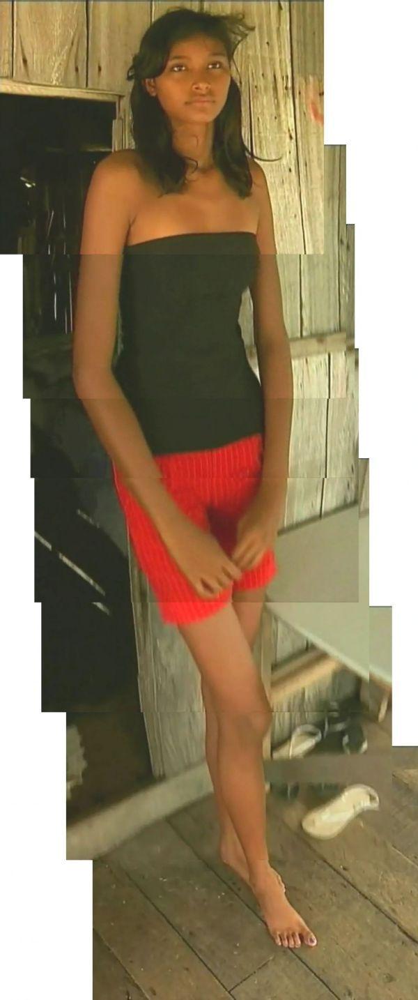 Tallest Teenager (7 pics)