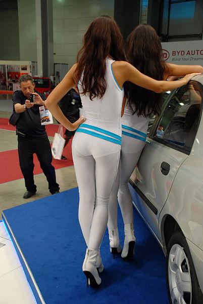 Russian Girls at a Car Show (51 pics)