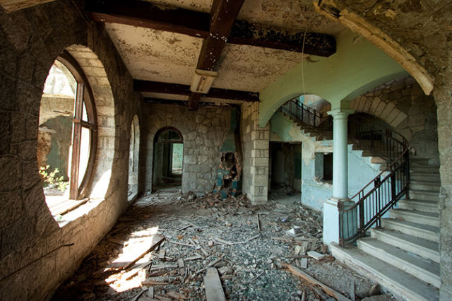 A Paradise That Became a Ghost Town (31 pics)