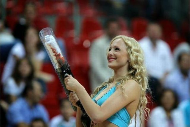 Some Fine Looking Cheerleaders (32 pics)