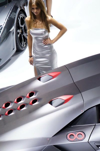 Girls from the 2010 Paris Motor Show (109 pics)