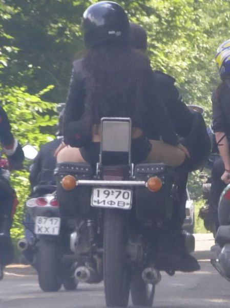 Lady Bikers in Russia (14 pics)