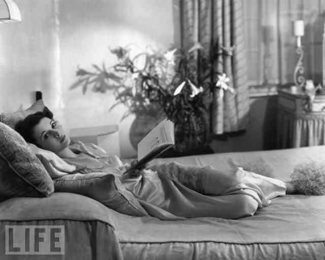 Vintage Seductive Starlets Lounging in Bed