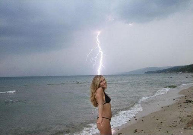 When Photos of Chicks In Bikinis Get Ruined
