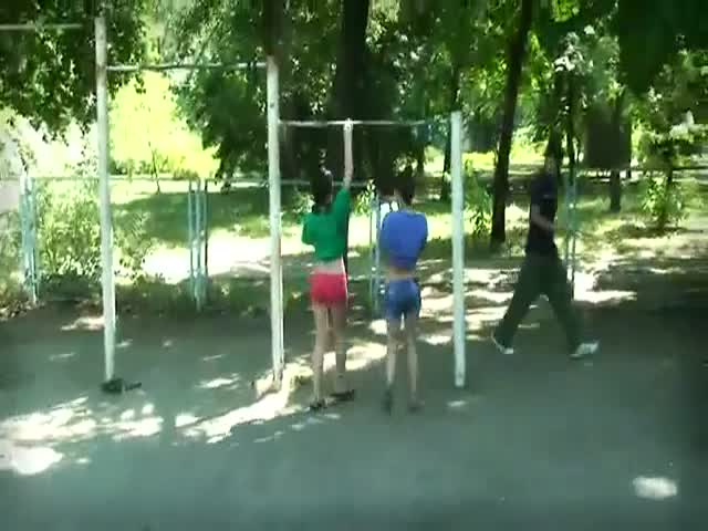 2 Talented Girls Show What They Can Do on High Bars