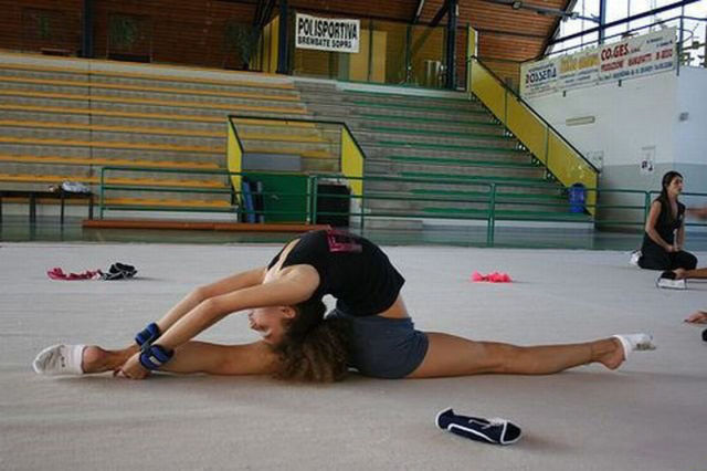 These Stretching Girls Will Raise Your… Mood!