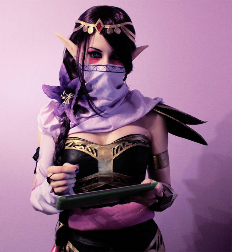 Gaming Characters Come to Life in Hot Cosplay