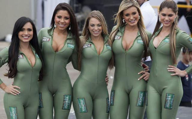 The Beautiful Brazilian Auto Show Girls Don't Disappoint