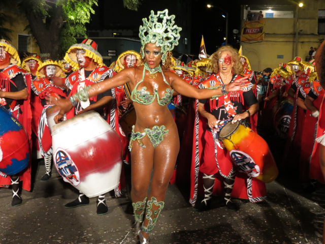 These Girls from the Carnival Are Real Treat for the Eyes