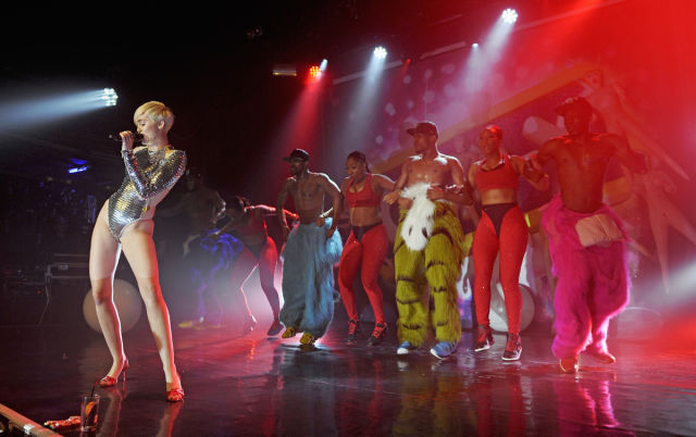 Kinky Sexual Photos from One of Miley Cyrus's Concerts