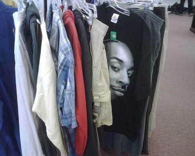 Amusing Examples of Classic T-Shirt Photobombing