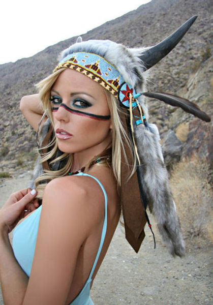 Sexy Girls Dressed in Hot Native American Outfits