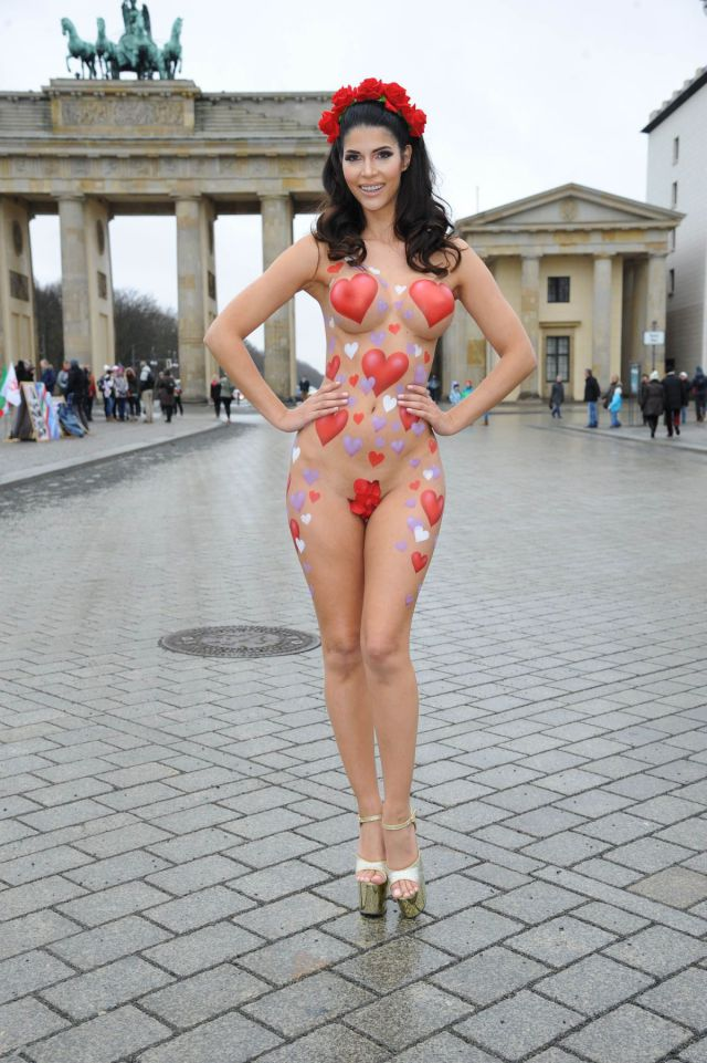 Model Sends Out Her Own Very Public Valentine's Day Wishes