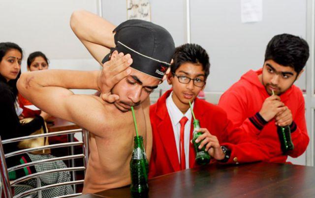 The Teenager Who Has Limbs Like Rubber