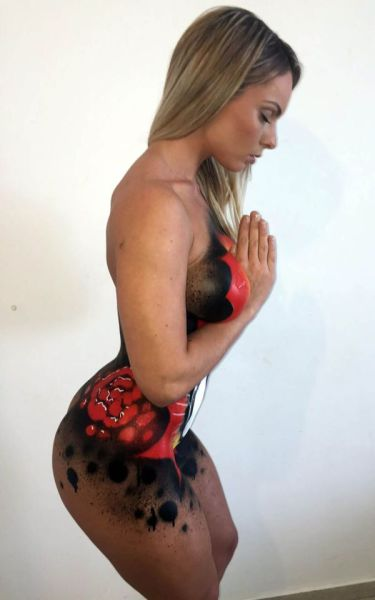 Miss Bumbum Winner Uses Her Body as a Canvas for a Striking Painting