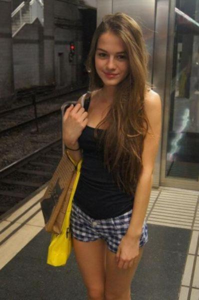Hot Girls Rock Their Short Shorts