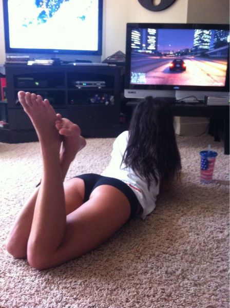 Hot Girls That Might Make You Want to Become a Gaming Geek