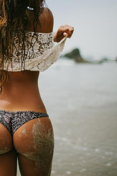 These Sexy Sandy Girls Make Summer So Much Better