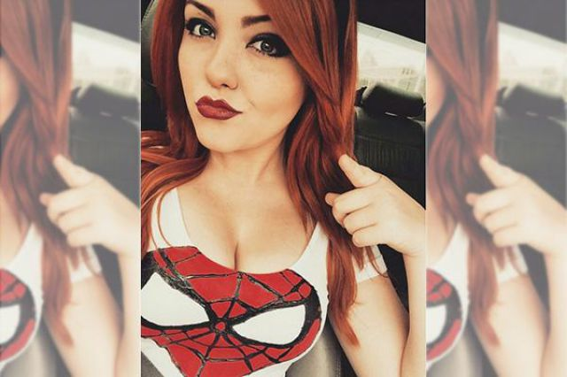 Geeky Fangirls Show off Their Secret Comic Crush