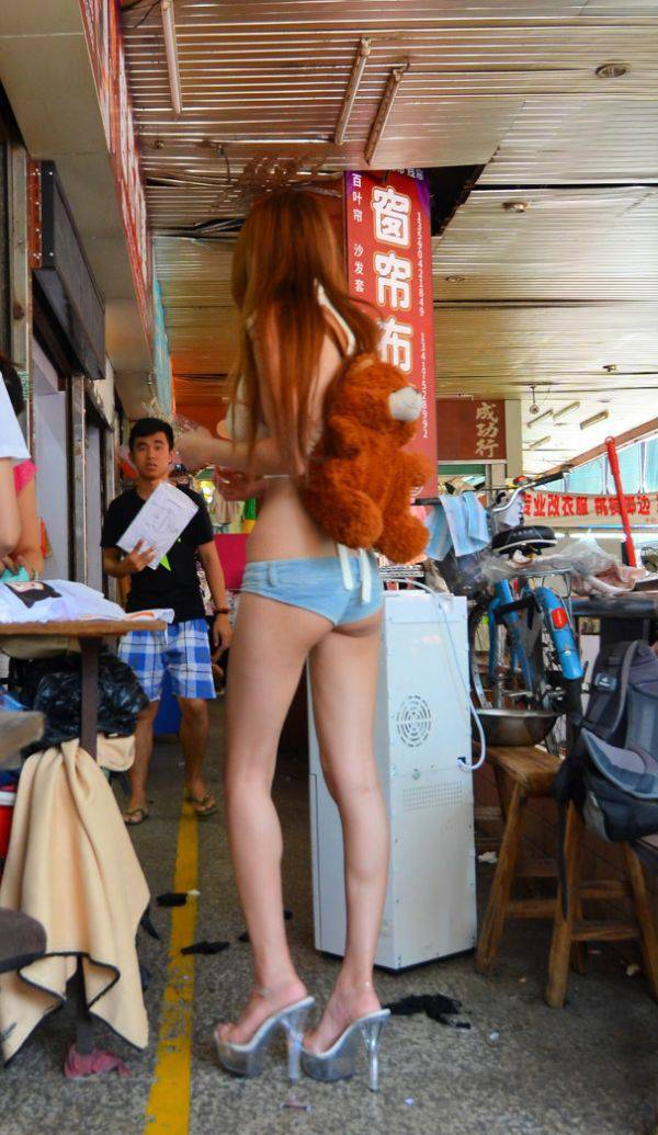This Girl Took Short Shorts Very Literally