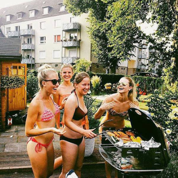 Some Hot Ladies Tuck into Some BBQ