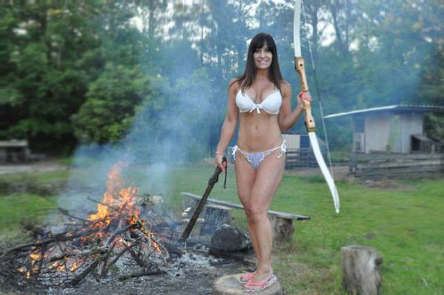 The Farm Girl Who Makes a Living by Doing Everything in a Bikini