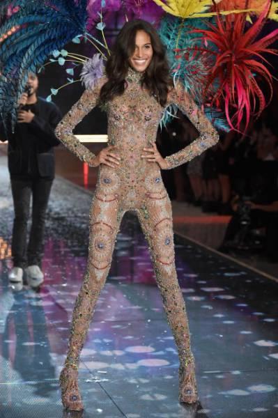 All the Glitz and Glamour of the Victoria's Secret Fashion Show 2015