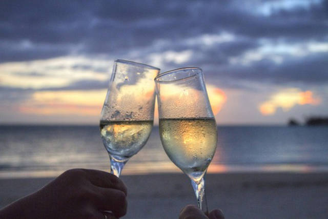 Toasts That Totally Deserve a Cheers!