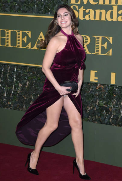 Kelly Brook Fails to Cover Up on the Red Carpet