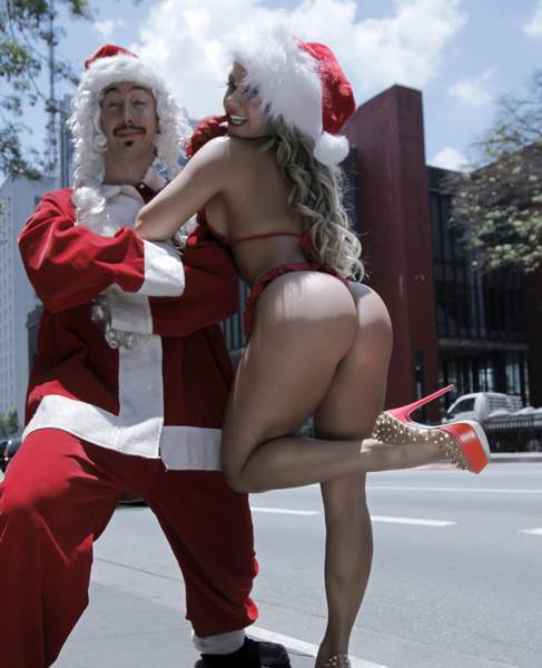 These Girls Are Santa's Sexy Helpers This Year