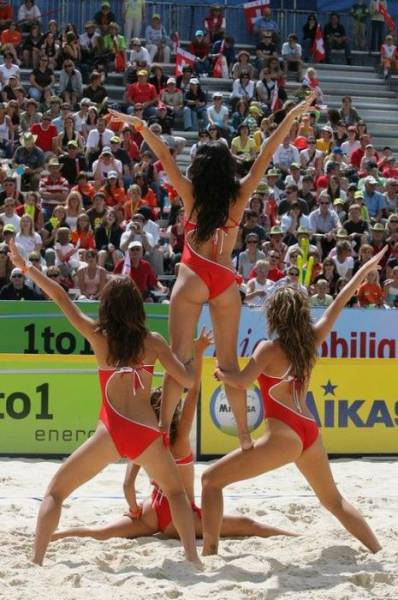 Beach Volley Cheerleaders Are Delicious To Look At